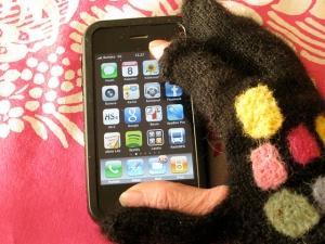 Ensimmäiset suunnittelemani käsineet olivat nämä älypuhelinlapaset.