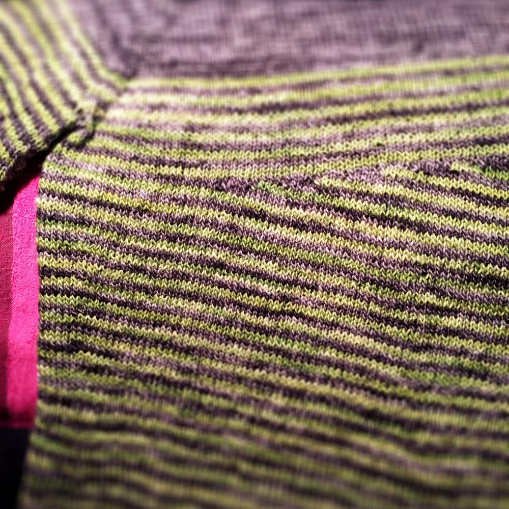 Neulon Veera Välimäen Breathing Space  –paitaa Ilun Sinkusta. Ostin 300 grammaa lankaa ja nyt jännitän, että riittääkö se.
