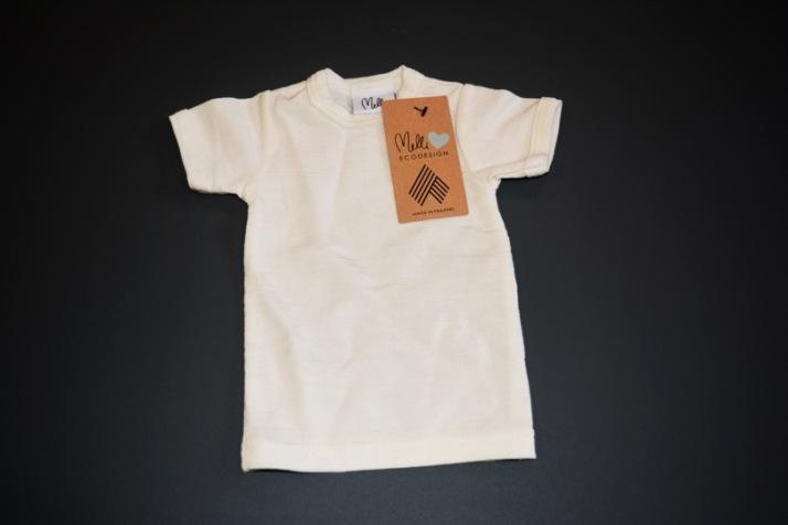 Siinä se on: ensimmäinen 100 % puukuidusta tehty t-paita. Kuva: Spinnova.